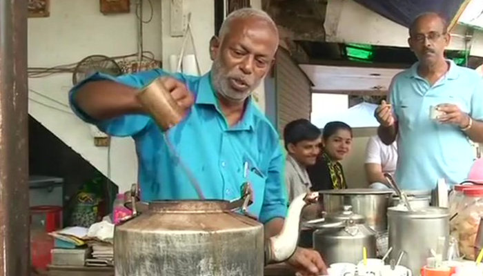 With A Daily Earning Of Just Rs.600-800, This Tea Seller Funds Education Of 75 Slum Kids