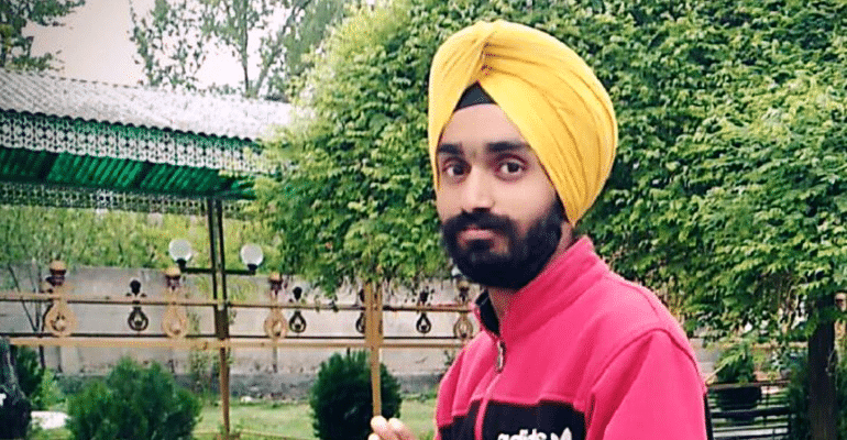 Going Beyond Religious Obligations, 20-YO Sikh Boy Removes Turban To Save Roadside Bleeding Woman