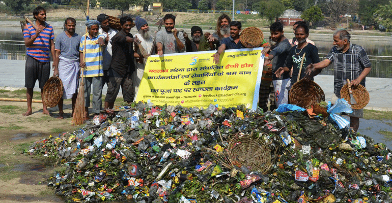 badlav beggars clean gomti river