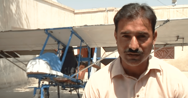 Popcorn Seller build airplane pakistan