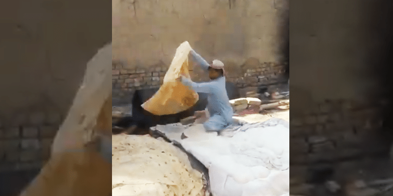 Watch The Video: Forget About Rumali Rotis, This Pashtuni Man Is Making Chadar Rotis