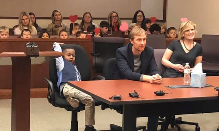 This 5-YO Invited His Classmates To His Adoption Hearing, Netizens Find It 'Awwdorable'